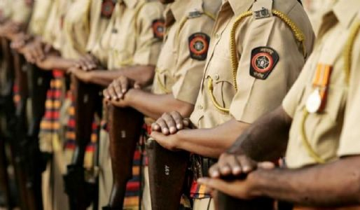 राज्यात २४ तासांत आठ पोलिसांचा मृत्यू ,३७१ नवे करोनाबाधित