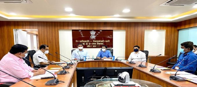 मुंबई शहरातील विविध विषयांच्या अनुषंगाने पालकमंत्री अस्लम शेख आणि आदित्य ठाकरे यांनी घेतली आढावा बैठक