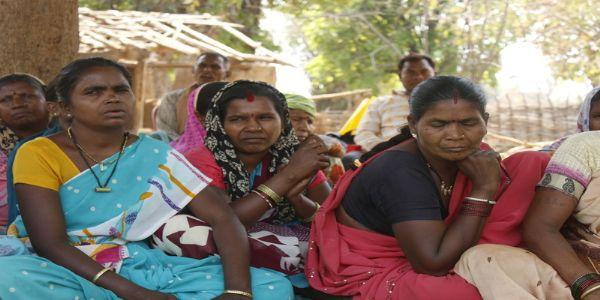 आदिवासी महिला भूसंपादनाच्या मोबदल्याच्या प्रतीक्षेत